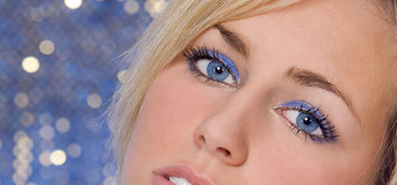 Do You Have Blue Eyes And Fair Skin? Here Are Few Eye Makeup Options For You!   Make Up Tips